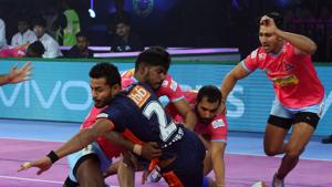 Mahesh Goud and Maninder Singh ran sack points on Jaipur's defence while Ran Singh and the captain Surjeet Singh had a great match.(Pro Kabaddi)