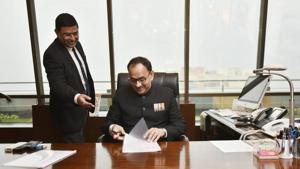 The Central Bureau of Investigation (CBI) will hand over to the Central Vigilance Commission (CVC) on Monday all files and documents required to inquire into allegations levelled against its director Alok Verma by his deputy Rakesh Asthana, officials familiar with the development said.(HT Photo)