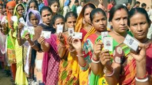 Voters waiting in long queue to cast their vote at polling station during Panchayat election at village Naushera Khurd near Amritsar on September 19(HT)