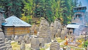The Uttarakhand HC has directed the authorities concerned to ensure the final decision for conservation and restoration of the protected monuments at Jageshwar temple in Almora district be taken within eight weeks.(HT File)