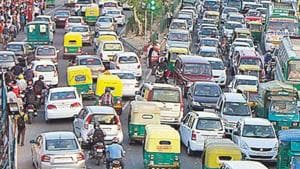 While the government has tightened the emission norms and introduced cleaner fuels, the expected results have not been observed in the city's air quality(HT File photo)