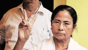 Representatives of a few Bengali cultural organisations from Assam met West Bengal chief minister Mamata Banerjee in Siliguri on November 1 before the Tinsukia killings and requested her to field candidates in all the 14 Lok Sabha seats in the state.(HT Photo)