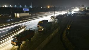 A general view of parked on the road leading to Eastern Peripheral Expressway at Delhi- Meerut Road in New Delhi.(Sanchit Khanna/HT File)
