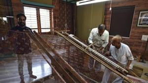 Two generations of a Salvi family work the loom to create the double ikat Patola, that is made only in Patan.(Sanchit Khanna/HT PHOTO)