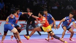 Gujarat Fortunegiants are now 9 points behind leaders U Mumba in Group A.(Pro Kabaddi)