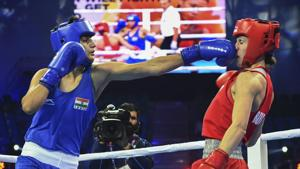 India's Sonia Chahal (in blue) punches Stanimira Petrova of Bulgaria during the women's light flyweight 57 kg category bout at AIBA Women's World Boxing Championships.(PTI)