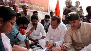 NCP Leader Ajit Pawar and Maharashtra Assembly house Leader Dhananjay Munde during a strike to demand reservation for Marathas, Mumbai, November 13(Bhushan Koyande/HT)