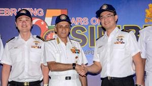 Chief of naval staff Admiral Sunil Lanba with Singapore chief of navy Rear Admiral Lew Chuen Hong.(PTI)