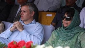 The National Conference, led by Omar Abdullah (left) had supported the Mehbooba Mufti-led PDP's claim to form the government.(Waseem Andrabi/HT File Photo)