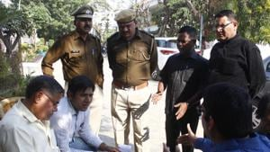Police at the spot where three men allegedly robbed Rs 37 lakh from a man at gunpoint in South City 1, Gurugram, on Monday, November 26, 2018.(Yogendra Kumar/HT Photo)