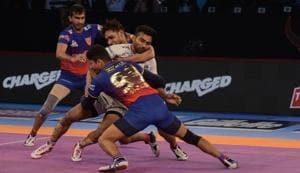 File picture of Dabang Delhi KCplayers at the Vivo Pro Kabaddi season 6(Milind Saurkar/HT Photo)