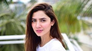 Mahira Khan gave a sly reply to a troll for bringing up the Ranbir Kapoor controversy again.(Instagram)