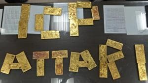 Customs department have seized gold plates weighing 32.6 kg from a Pakistan truck which reached at Integrated Check Post (ICP) at Attari border in Amritsar.(HT Photo)