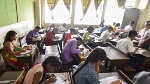 IBPS clerk prelims analysis: A total of 100 questions had to be answered in 60 minutes. All the sections, except English Language, were available in both English and Hindi.(Kunal Patil/HT file)