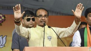 Madhya Pradesh chief minister Shivraj Singh Chouhan campaigns in support of BJP candidate Rameshwar Sharma, in Bhopal on Nov 26.(PTI Photo)
