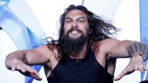 Cast member Jason Momoa performs a haka dance at the premiere for Aquaman in Los Angeles.(REUTERS)