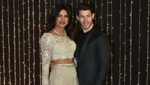 Last night, the newlyweds Priyanka Chopra and Nick Jonas hosted their wedding reception for Bollywood and the guest list did not disappoint us at all.(Viral Bhayani)