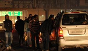 A gang of cabbies-cum-robbers, which was busted five days ago, used to rob commuters on the Gurgaon-Delhi Expressway by offering them cab rides at night and targeted at least 220 people in Delhi-NCR over the last four months, accumulating around Rs 38 lakh in cash, jewellery and other valuables, the police said.(Parveen Kumar/ HT Photo. Representative Image)