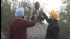Punjab Pradesh Congress Committee president and Gurdaspur MP Sunil Jakhar condemned the incident of allegedly blackening the statue of late former Prime Minister Rajiv Gandhi by Akali activists in Ludhiana(Twitter)