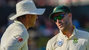 South Africa's Faf du Plessis(c) talks tactics with South Africa's Duanne Olivier.(AFP)