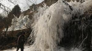 Record-breaking cold continued on Friday in both Jammu and Srinagar cities as intense cold wave lashed Jammu and Kashmir.(HT Photo)