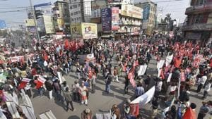 Left parties members and supporters block the Dak Bungalow road during a protest on the 2nd day of 48-hour nationwide general strike called by the central trade unions against alleged anti-worker policies and unilateral labour reforms, in Patna on January 9.(PTI Photo)