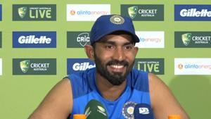 Ind vs Aus: Karthik explains why Dhoni struggled to run towards the end