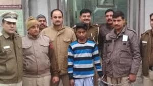 Delhi Police personnel with the accused who was arrested within hours of the murder though he had managed to flee after committing the crime.(HT Photo)