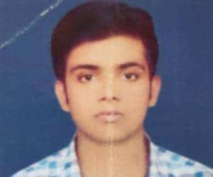 Aman Pandey was riding on a two-wheeler when he hit a road divider and fell. A car from the opposite direction crushed his head.(HT PHOTO)