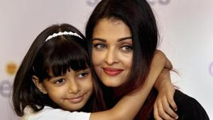 Bollywood actor Aishwarya Rai Bachchan poses with her daughter Aaradhya Bachchan during an event.(PTI)