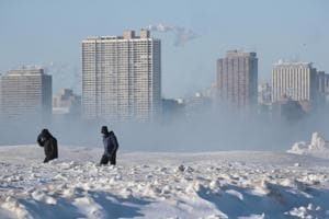 People walk along North Avenue Beach despite a temperature around -20 degrees on January 30, 2019 in Chicago.(AFP Photo)