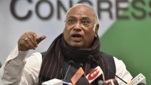 """""""This is all being done for elections. I directly charge them of paying bribe to voters,"""" Mallikarjun Kharge alleged.(Sonu Mehta / Hindustan Times)"""