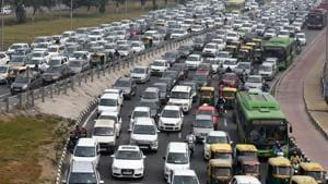 A view of the traffic jam at Delhi-Meerut Expressway towards Sarai Kale Khan and ITO on Ring Road in New Delhi.(Mohd Zakir/HT File)