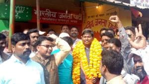 Former Jharkhand CM Arjun Munda was welcomed by people at Kating on his way back from Bandwan after permission was denied to his meeting at Bishnupur in Bankura district, India, on Wednesday.(HT Photo)