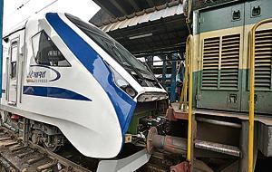 Indian Railways' Vande Bharat Express, the state-run transporter's first semi-high speed train, broke down early on Saturday on the return journey to New Delhi from Varanasi(Biplov Bhuyan/HT PHOTO)