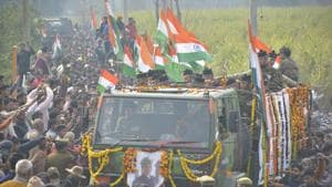 Thousands pay tribute to army jawan Ajay Kumar whose body was brought to his village in Meerut, Uttar Pradesh,on Feb 19, 2019. Kumar was killed in an encounter in Pulwama on Feb 18.(Sakib Ali / HT Photo)