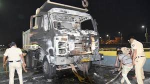 The burnt and damaged dumper and the two-wheeler after a mob set the vehicles on fire after a teenager died on the spot after being hit by the dumper in Pimpri-Chinchwad on Wednesday.(HT/PHOTO)