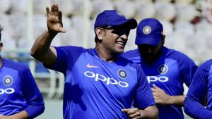 India vs Australia: MS Dhoni sends warning to Aussies ahead of first T20I – Watch