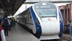 Passengers seen boarding India's first semi-high speed express train Vande Bharat Express, at Allahabad Junction, India, on Sunday, February 17, 2019. Image for representation.(Photo:Sheeraz Rizvi/Hindustan Times)