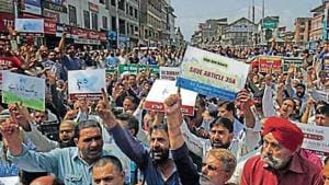 Amidst fears of war between India and Pakistan, following the Pulwama attack, people in the Kashmir valley also fear that Article 35 A may be abrogated.(HT FILE)
