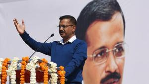 Lauding him as a hero, Delhi Chief Minister Arvind Kejriwal welcomed the return of Indian Air Force pilot Abhinandan Varthaman on Friday, and praised his bravery and the courage of his family.(Raj K Raj/HT PHOTO)