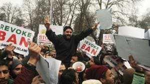 PDP leaders and supporters stage protest against the ban of Jamaat-e-Islami in Lal Chowk area of Srinagar.(Waseem Andrabi/ Hindustan Times)