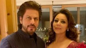 Shah Rukh Khan poses with wife Gauri.