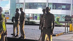 The new director-general of police (DGP), Manoj Yadava, presided over a meeting of senior police officials and station house officers (SHOs) of 40 police stations in the city to discuss the law and order situation ahead of Lok Sabha elections.(Yogendra Kumar/HT File PHOTO)