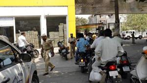 A 53-year-old woman who was waiting on a roadside in Delhi's Janakpuri area was dragged by two men on their bike as she tried to stop them from snatching her purse. (Photo by Rahul Raut/HT PHOTO) Representative Image(HT Photo)