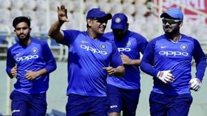 Even MS Dhoni missed catches at the start of career, comparisons with Rishabh Pant unfair - Coach