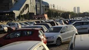 The North Delhi Municipal Corporation has decided to decongest old Delhi markets such as Sadar Bazar, Church Mission Road, Naya Bazar and Chandni Chowk by creating additional parking space for around 5,000 cars. Photo by Burhaan Kinu/ Hindustan Times)(HT Photo)