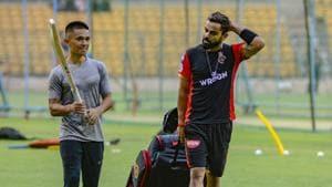 Royal Challengers Bangalore skipper Virat Kohli and footballer Sunil Chhetri attend a practice session.(PTI)