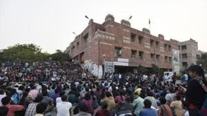 The Delhi high court on Wednesday put in abeyance an order of the Jawaharlal Nehru University (JNU) executive council barring office-bearers of the JNU student's Union (JNUSU) from attending meetings of various schools and courses because they did not provide separate bills of their individual expenses during the student union polls. (Photo by Sanjeev Verma/ Hindustan Times)(Hindustan Times)