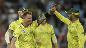 South Africa's Dale Steyn (left )celebrates with JP Duminy after getting his second wicket.(AP)